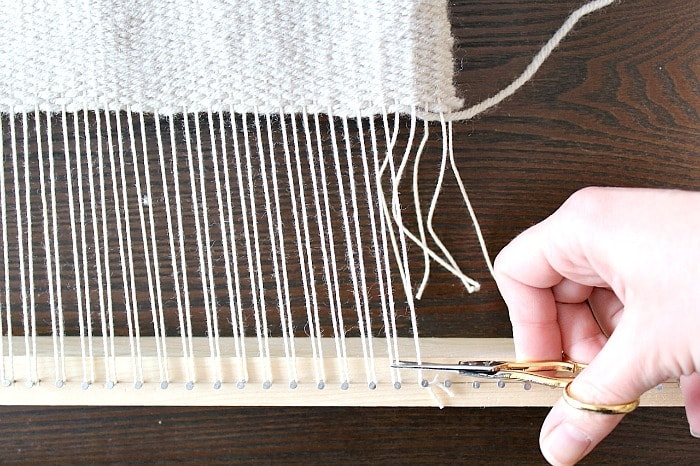 DIY Woven No-Sew Pillow - remove weaving.