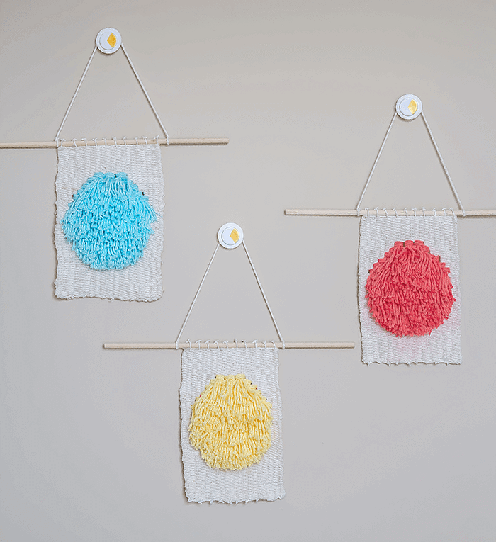 Create these super cute mini weavings using two easy to make weaving techniques. A lovely alternative to wall art and sweet addition to any space.
