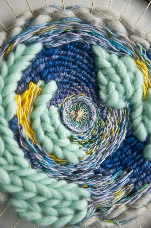 Kate, The Weaving Loom // Circle Weave Adding Thread Cover