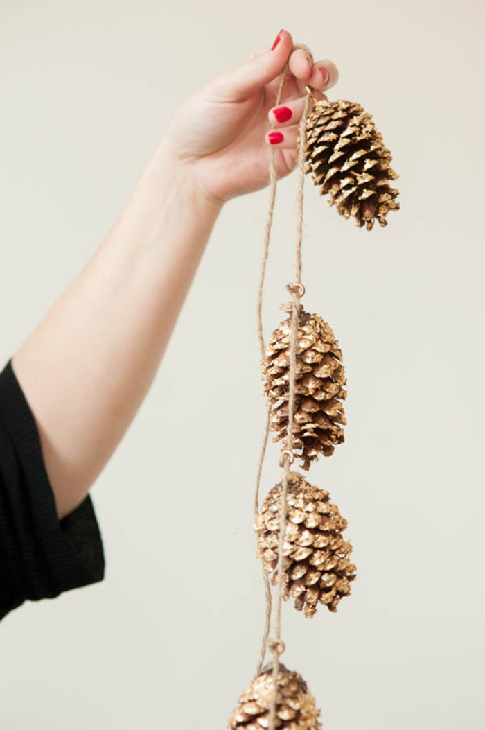 DIY-Gold-Leafed-Pine-Cones-0043-sized