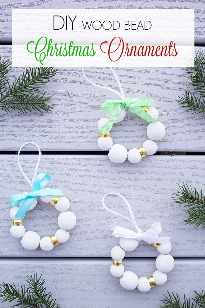 Add a chic touch to your tree with these quick and easy festive Christmas ornaments. Takes just 5 minutes to create!