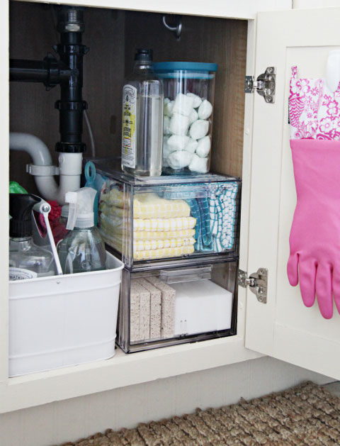 Good Housekeeping tips - organizing under the kitchen sink - via aprettyfix.com