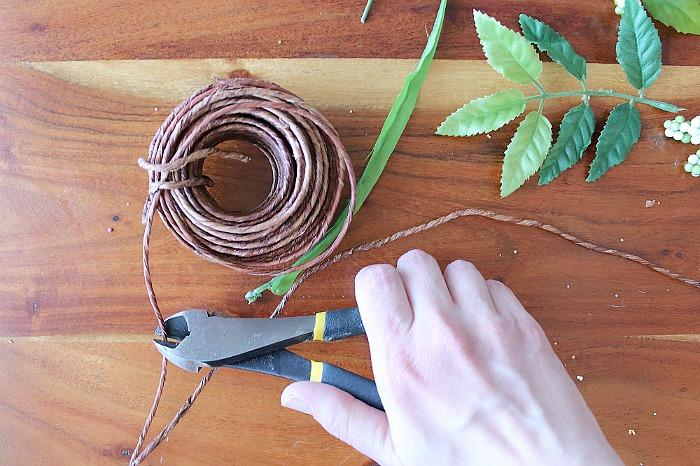 DIY (faux) Wildflower Wreath - clip vine wrapped wire