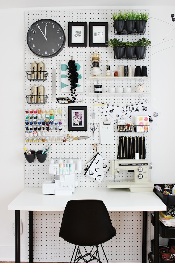 Craft Corner Dreams - black and white