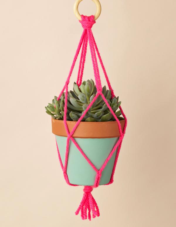 Macrame-plant-hanger