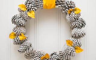 Pretty Pine Cone Wreath DIY