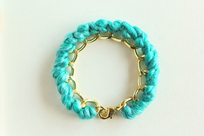 Add a pop of colour to a plain chain link bracelet with this easy-to-make yarn-wrapped bracelet. A unique and lovely gift idea.