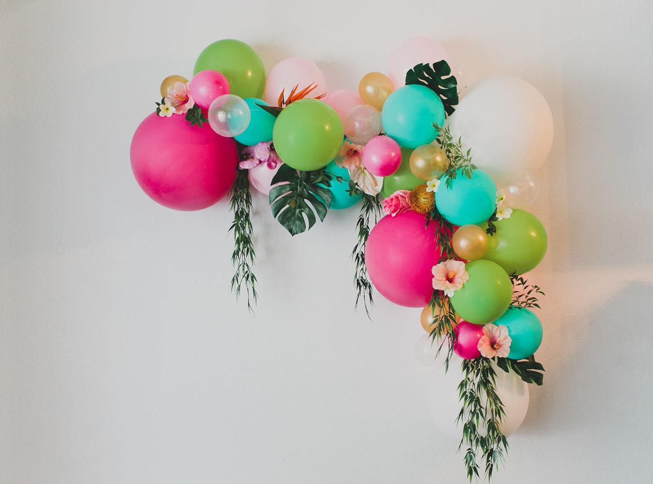 Creative Weekend Links - festive-balloon-arch