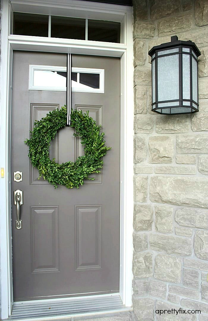 How to Make a Boxwood Wreath - No glue or floral wire is required to make this chic and modern boxwood wreath.