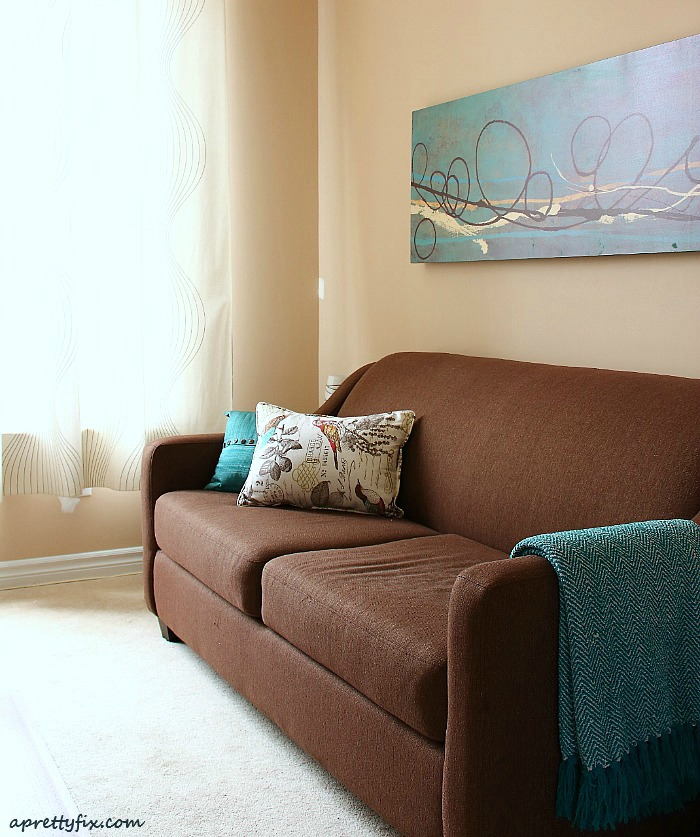 cozy living room tips - pillows