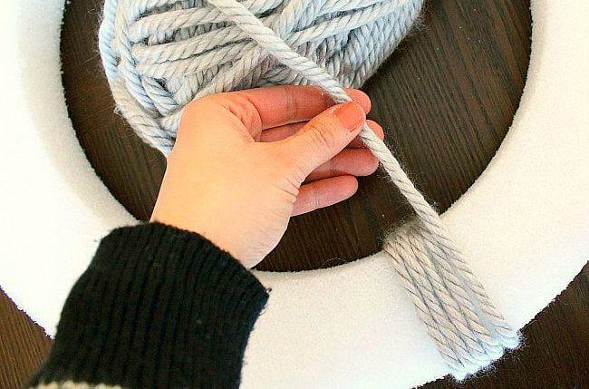 DIY yarn and felt wreath - winding yarn - aprettyfix.com
