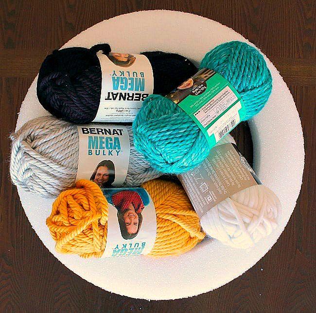 DIY yarn and felt wreath - supplies